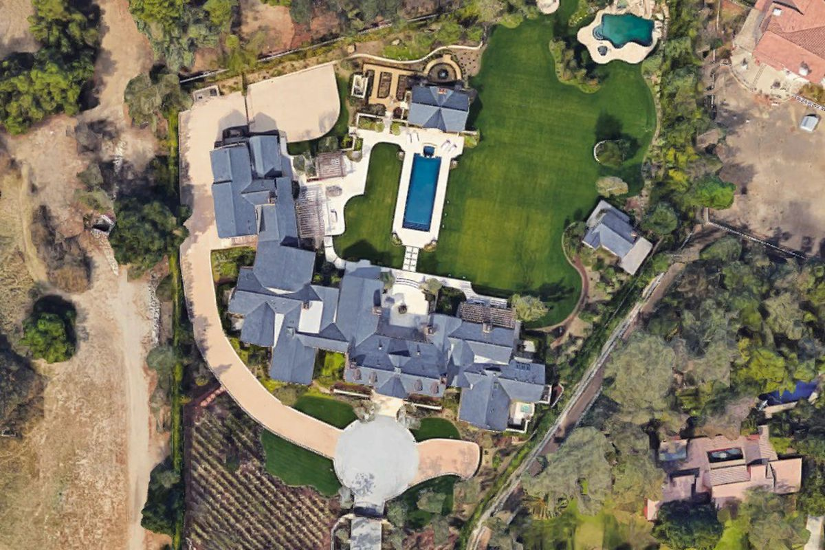 The House Sits On Three Neatly Landscaped Acres Google Earth Kanye West And Kim Kardashian