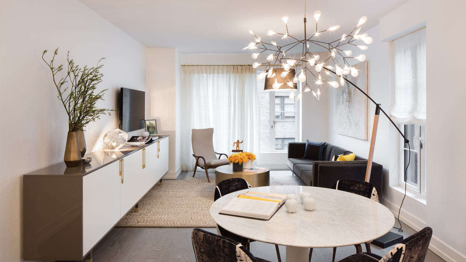 Extell s cushy hudson square condo shows off its model for Model apartments