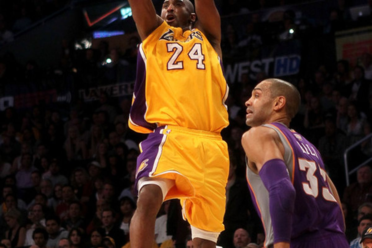 LOS ANGELES, CA - JANUARY 10:  Kobe Bryant #24 of the Los Angeles Lakers shoots over Grant Hill #33 of the Phoenix Suns at Staples Center on January 10, 2012 in Los Angeles, California. (Photo by Stephen Dunn/Getty Images)