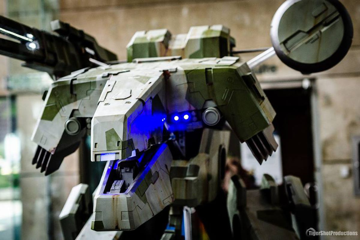 There Is A Human Inside This Insane Metal Gear Cosplay
