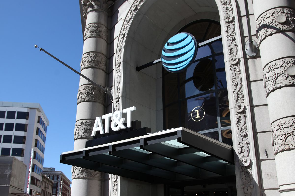 AT&T Celebrates the Grand Opening of 1 Powell @ Market with Ludacris in San Francisco