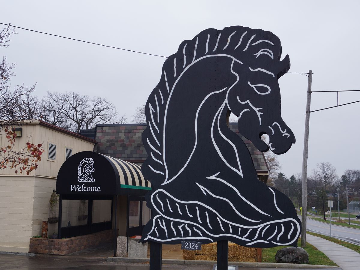 The horse head-shaped sign for Knight's in front of the restaurant.