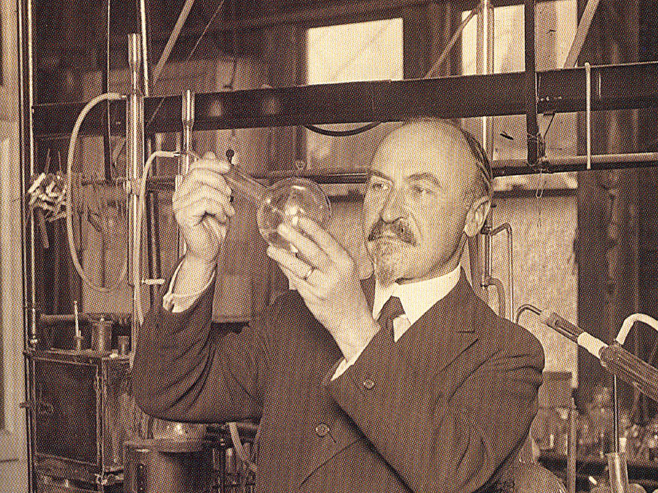 """The story of Leo Hendrick Baekeland, the Belgian chemist who invented a more usable form of plastic, highlights """"All Things Bakelite."""""""