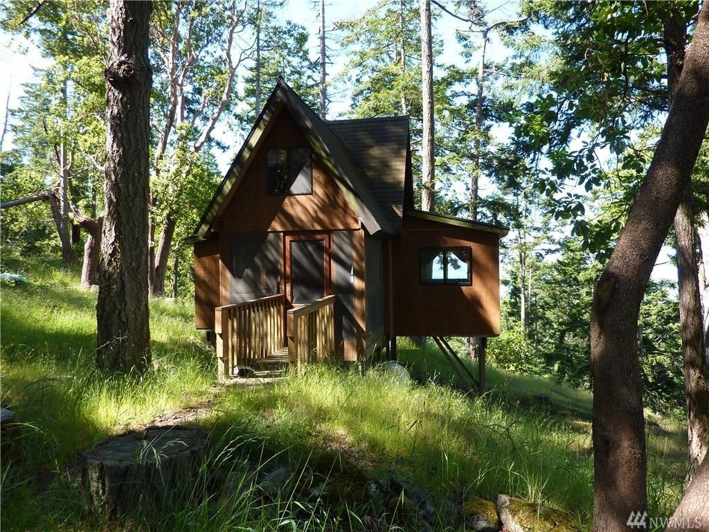 A Tiny House On A Big Lot With A View Of Canada Lists For
