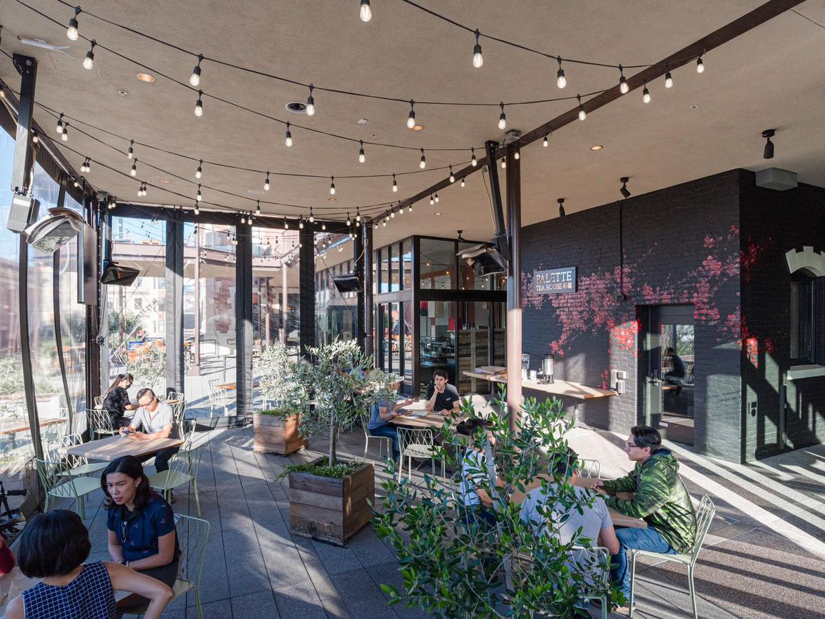 The outdoor dining space at Palette Tea House & Dim Sum 彩籠