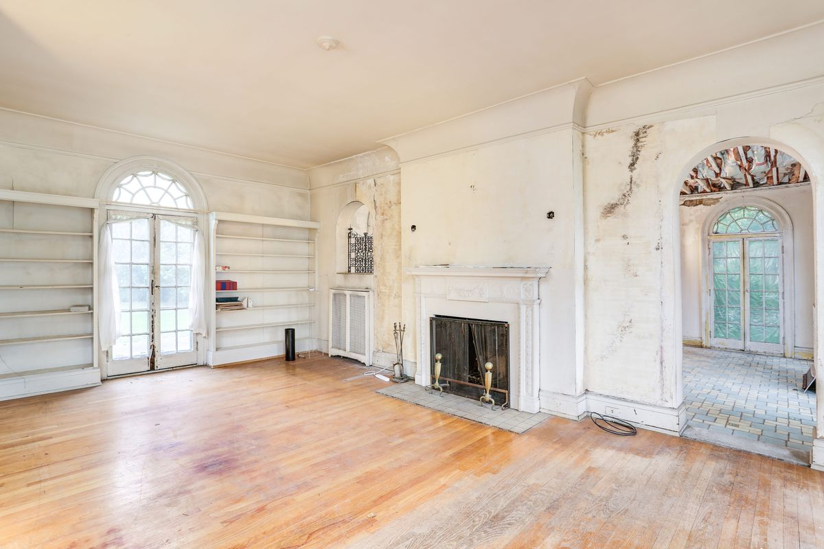 The living room has a fireplace, an arched entryway, and built-in shelving.
