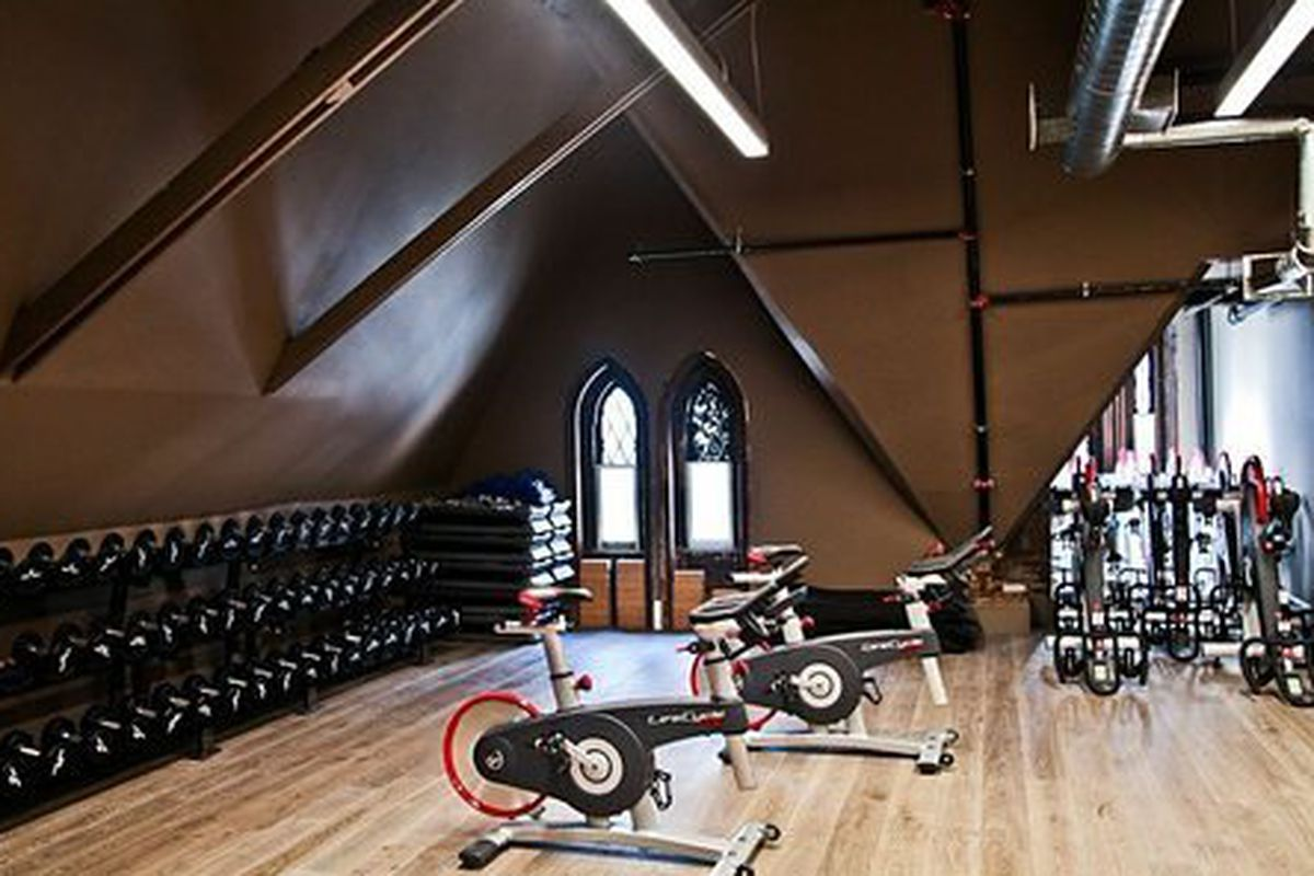 The group fitness studio; Photo: DavidBartonGym