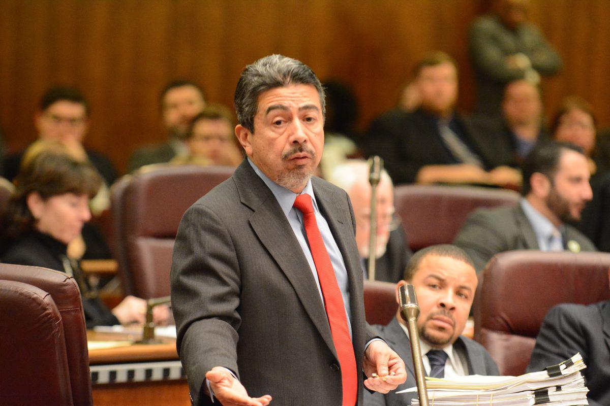 Ald. Danny Solis (25th) at a City Council meeting in 2016.