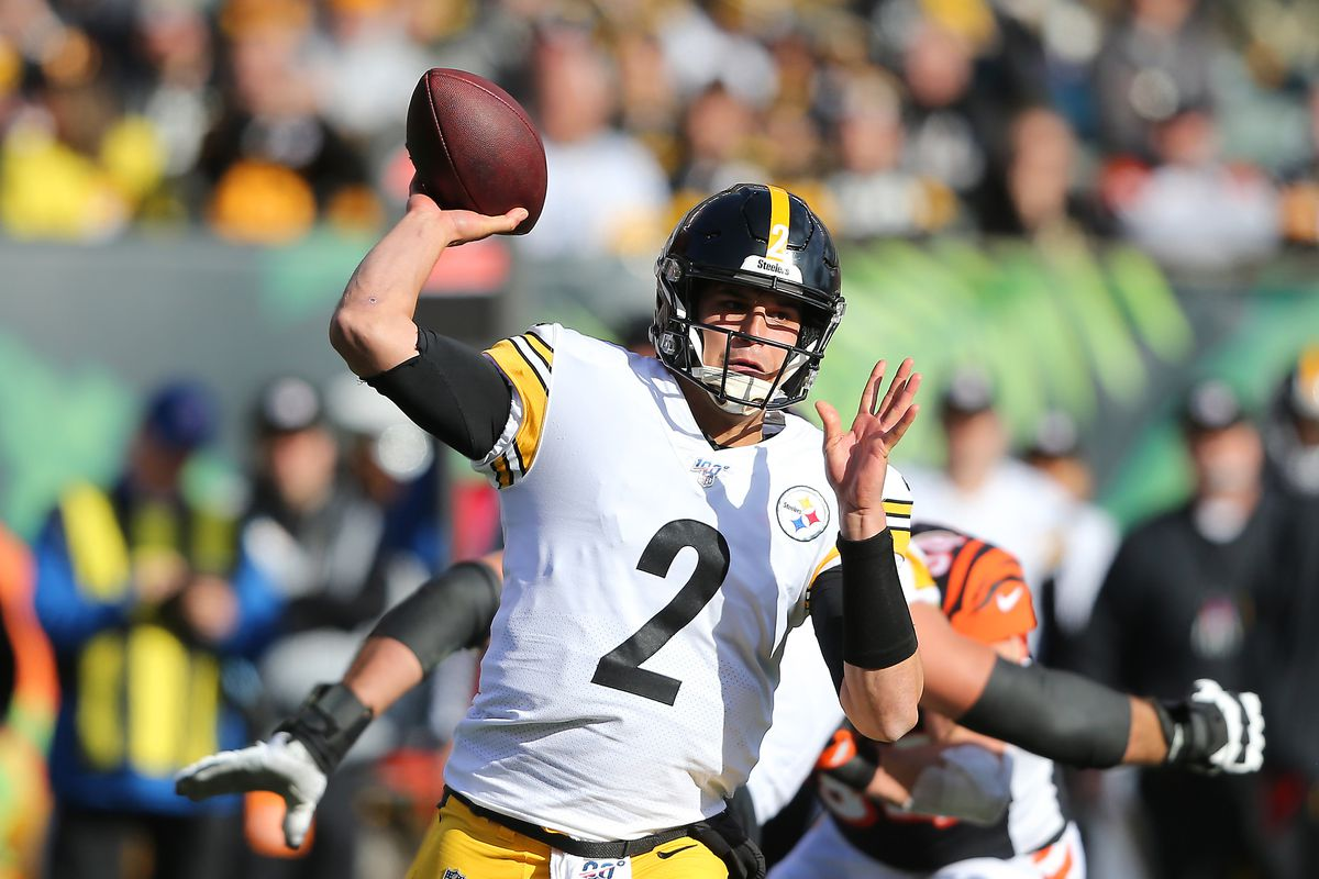 Pittsburgh Steelers quarterback Mason Rudolph  drops to throw during the first quarter against the Cincinnati Bengals at Paul Brown Stadium.
