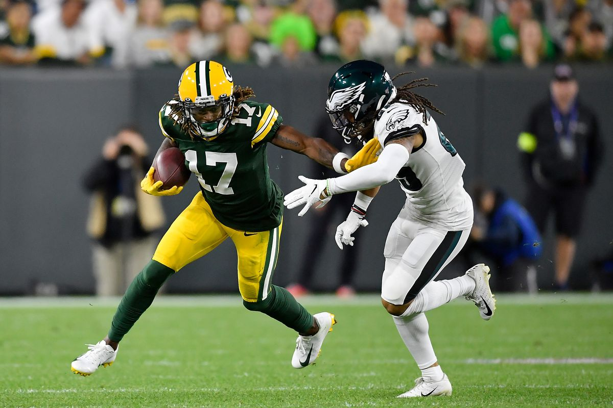 Davante Adams of the Green Bay Packers takes on Avonte Maddox of the Philadelphia Eagles in the first quarter at Lambeau Field on September 26, 2019 in Green Bay, Wisconsin.