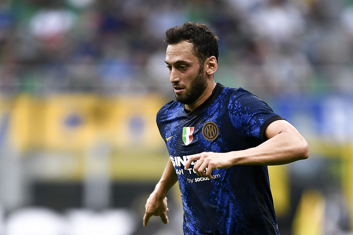 Hakan Calhanoglu of FC Internazionale in action during the...