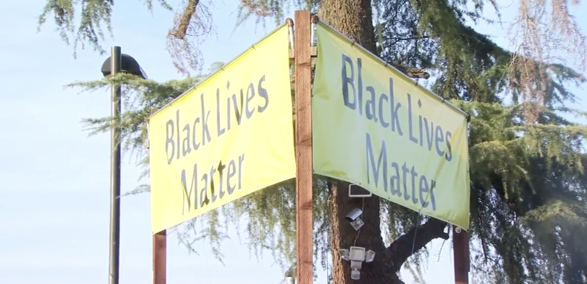 An image of the Black Lives Matter banners outside of the Unitarian Universalist Church of Fresno.