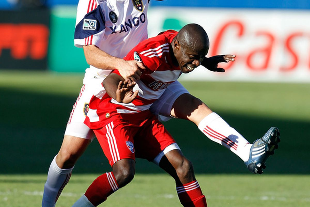 FRISCO TX - OCTOBER 30:  Defender Jair Benitez #5 of FC Dallas scrambles for the ball against forward Fabian Espindola #7 of Real Salt Lake at Pizza Hut Park on October 30 2010 in Frisco Texas.  (Photo by Tom Pennington/Getty Images)