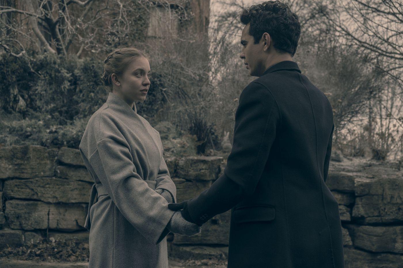 "The Handmaid's Tale episode 9 recap: ""Smart Power"" goes to Canada - Vox"