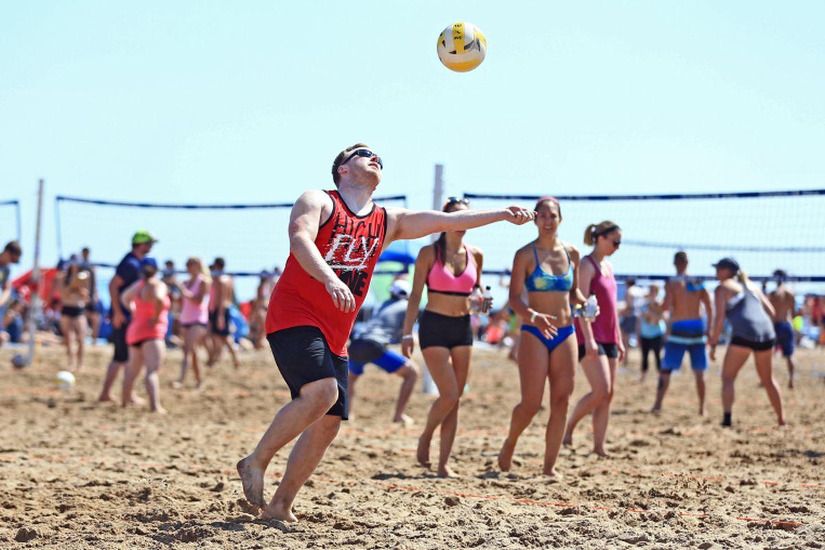 4693ef43491 Chicago's summer beach volleyball scene heats up again - Chicago Sun ...