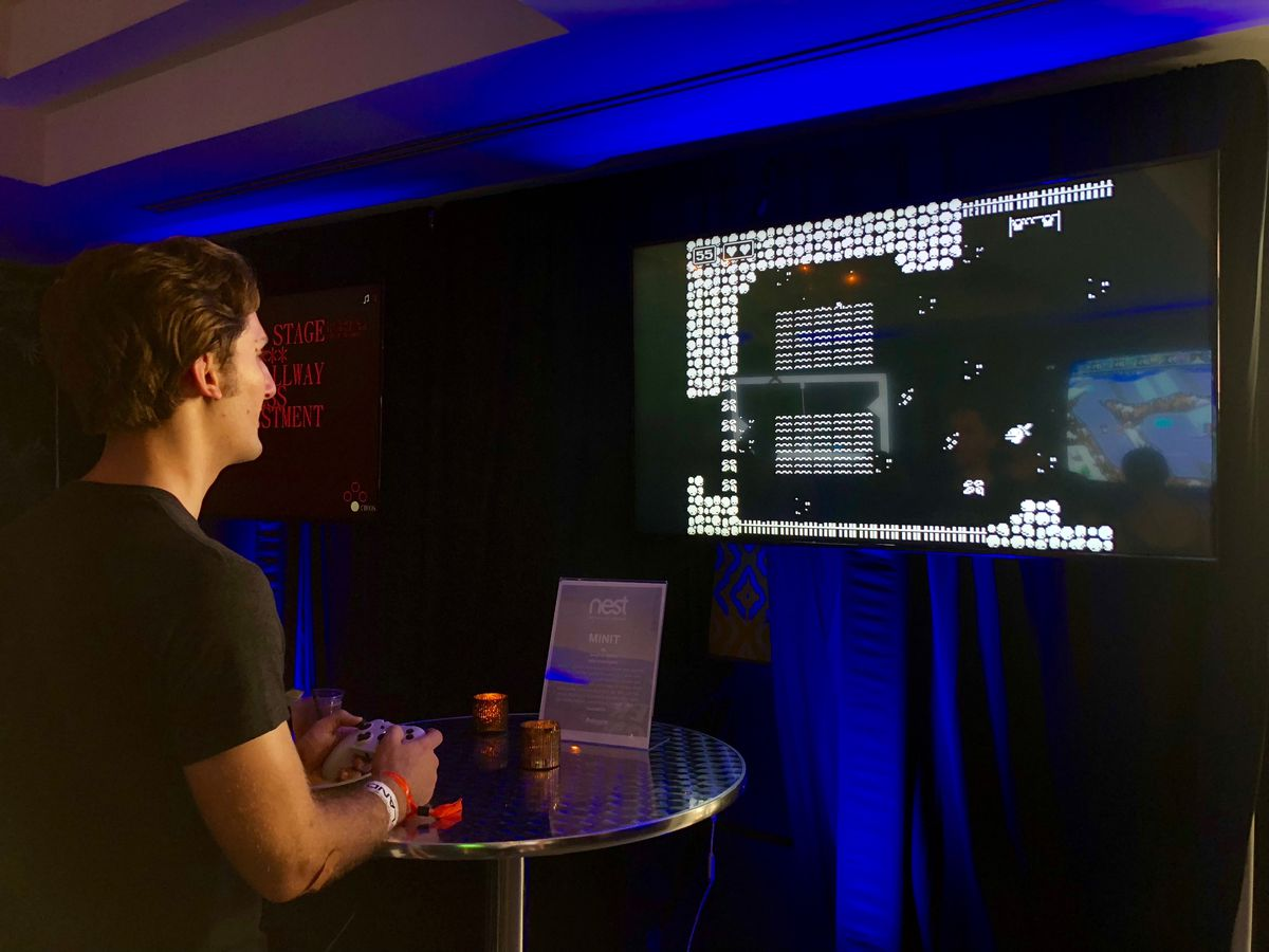 Someone playing Minit at Polygon's SXSW 2018 event
