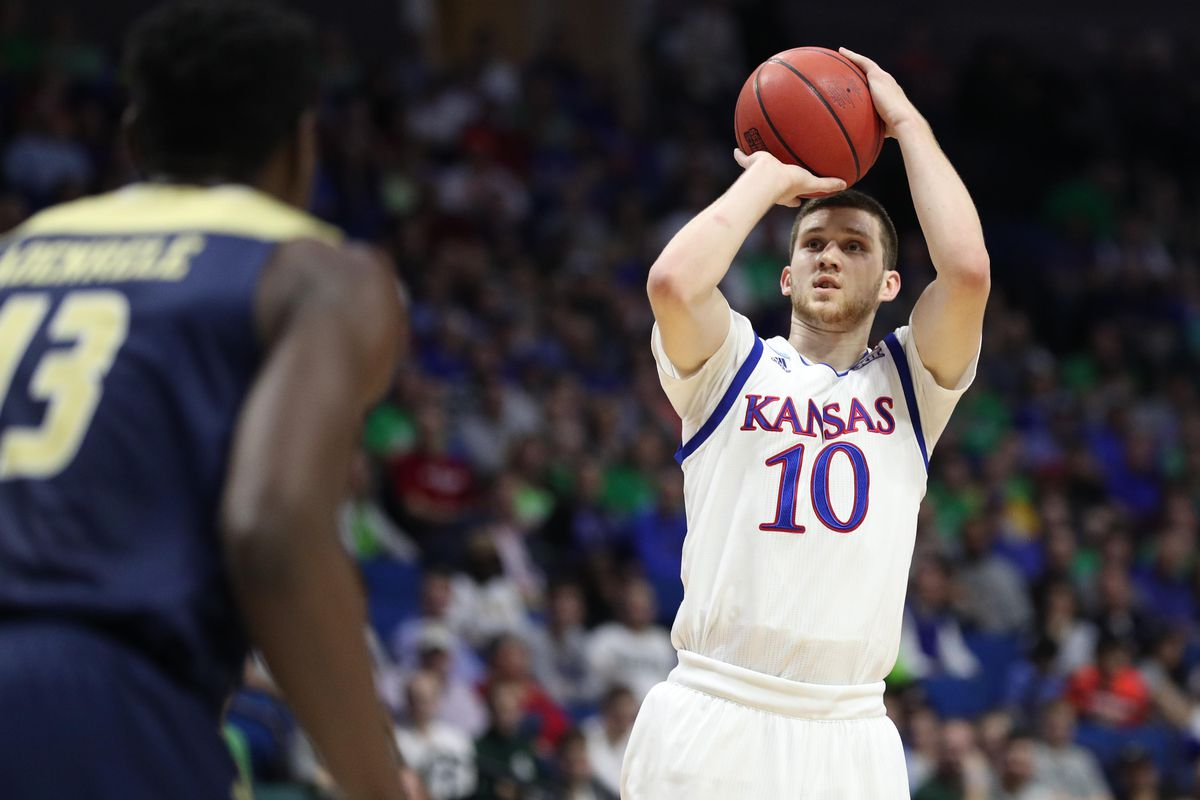 Svi Mykhailiuk announces he will return for senior season