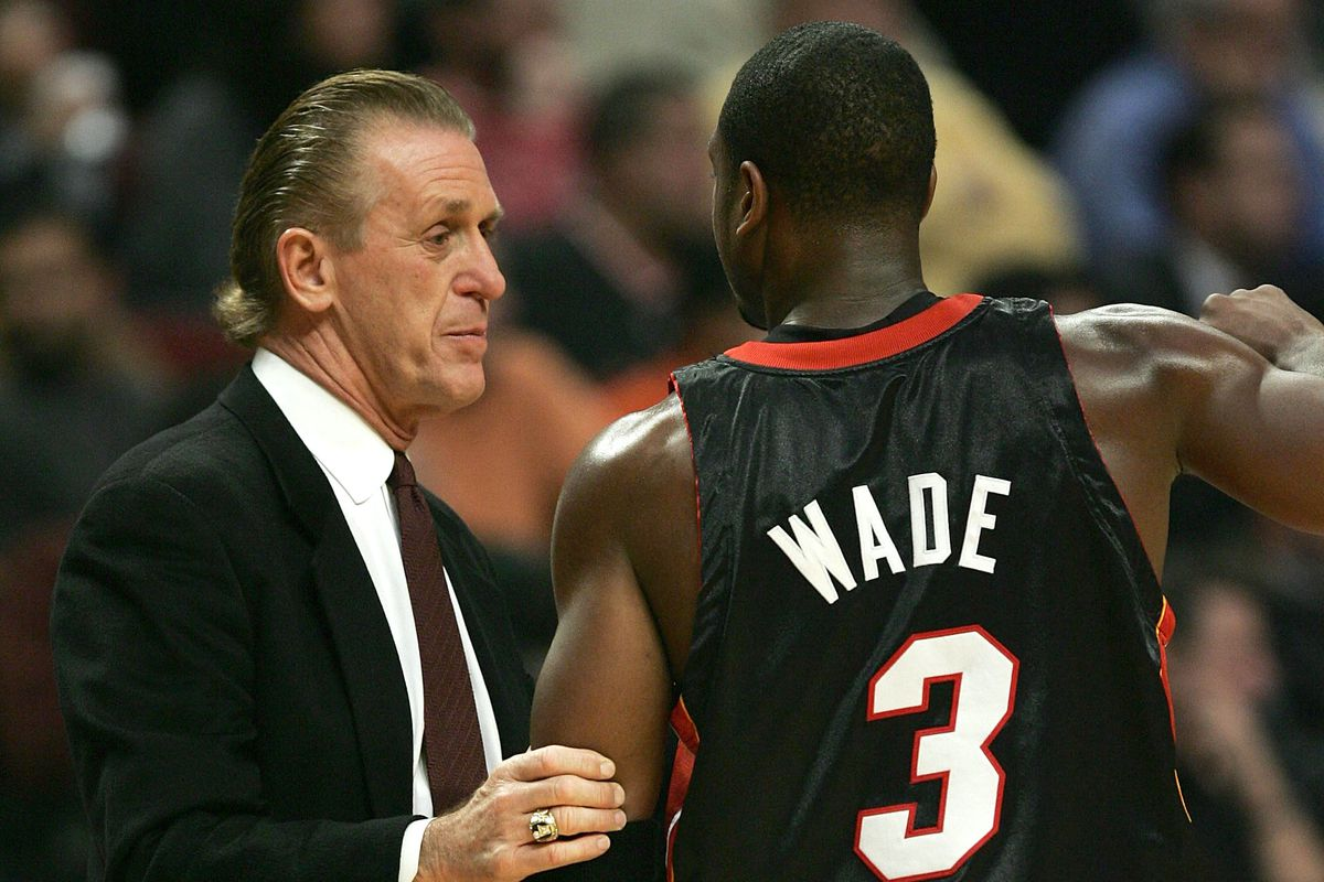 74e1998cd715 The contract situation between Dwyane Wade and the Miami Heat could get  messy