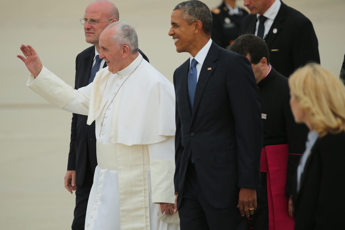 President Obama greets Pope Francis on his arrival to the US.