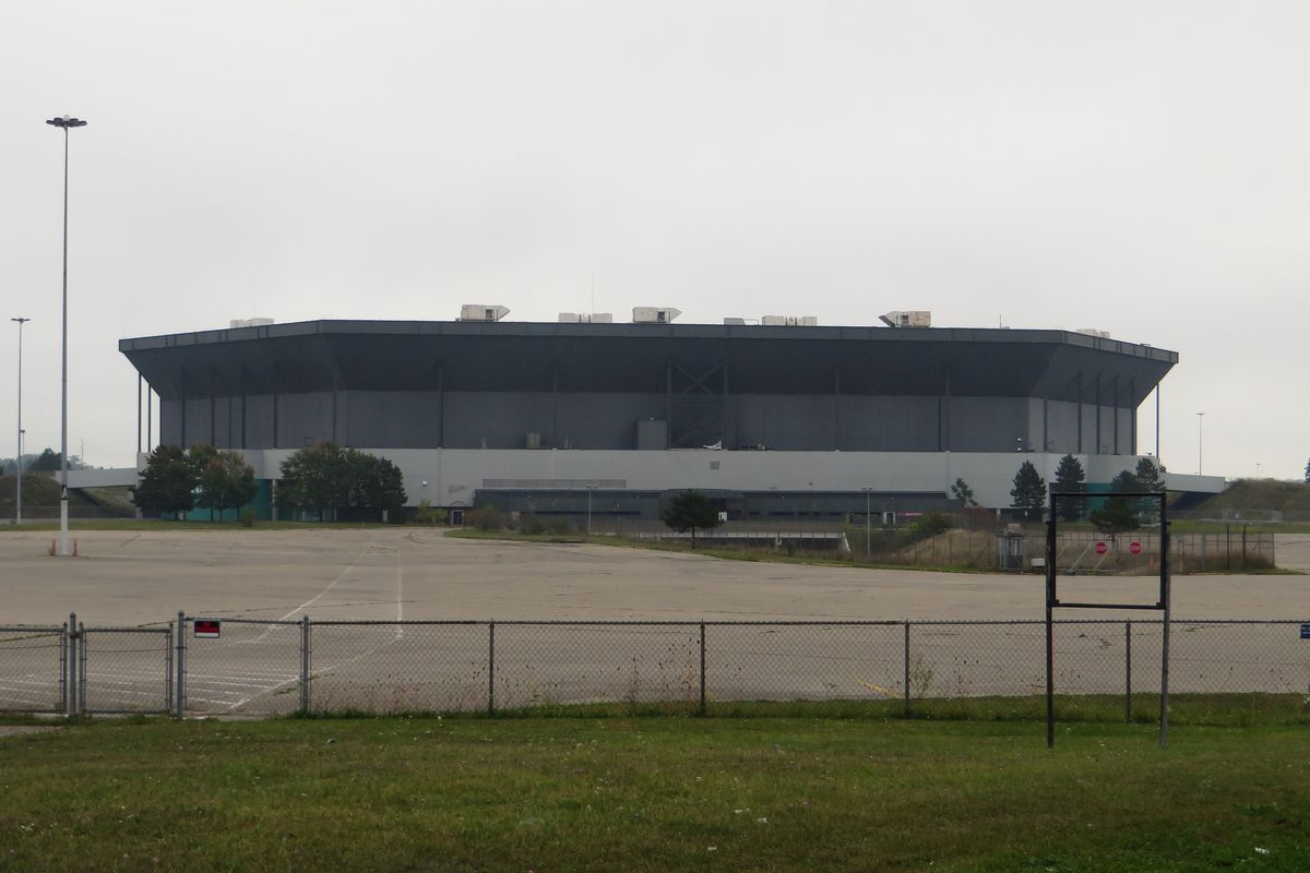 Second attempt at Silverdome implosion takes down upper bowl