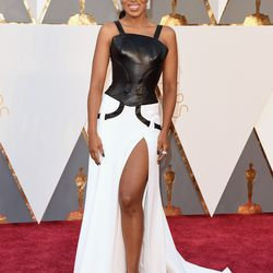 Presenter Kerry Washington wears a Versace dress with both a leather bodice and a leg slit. Photo: Jason Merritt/Getty Images