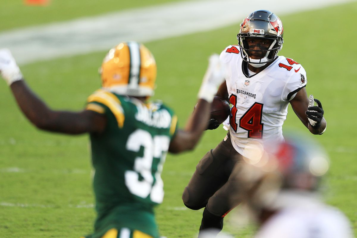 Chris Godwin #14 of the Tampa Bay Buccaneers runs against the Green Bay Packers during the second quarter at Raymond James Stadium on October 18, 2020 in Tampa, Florida.