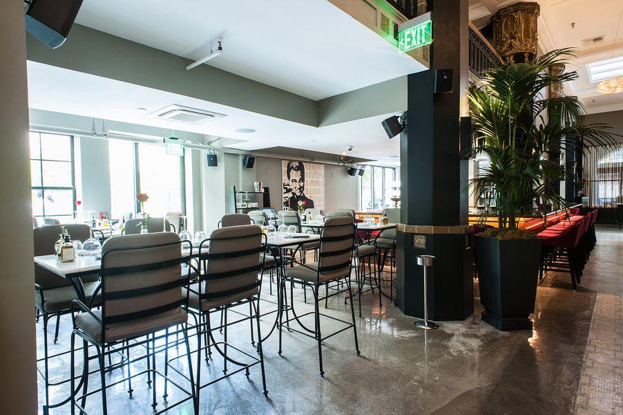 behold le petit paris downtown las new crown jewel restaurant