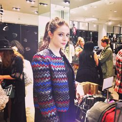 Spotted! <i>Gossip Girl</i>'s Michelle Trachtenberg paying for her scores before everyone else.