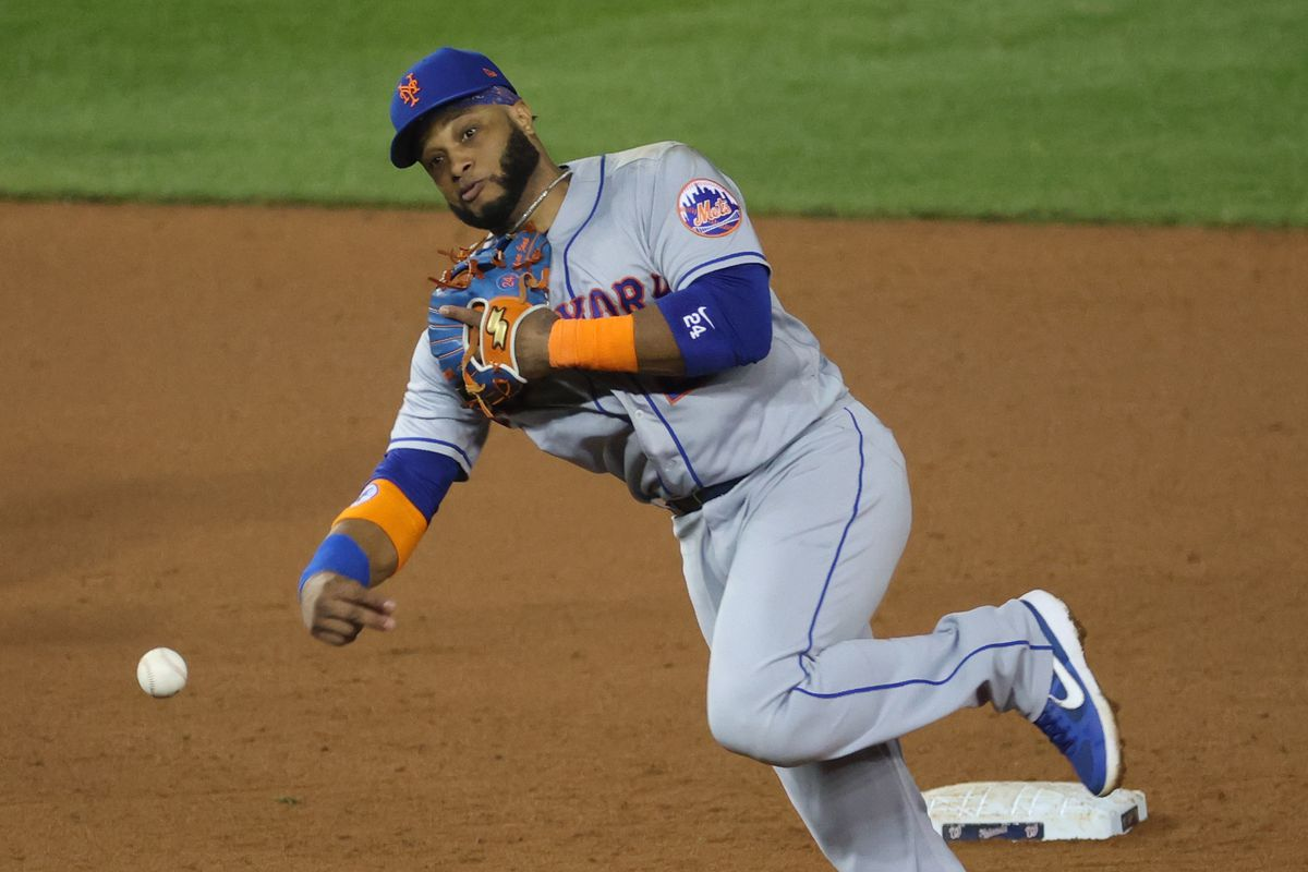 New York Mets second baseman Robinson Cano (24) makes a throw to first base against the Washington Nationals in the sixth inning at Nationals Park.