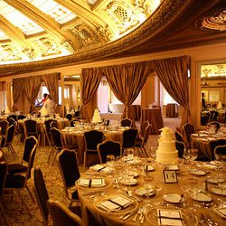 Juno Restaurant and the Polar Bar evoke the founding of the city and before. The Gold Rush and the wealth and prosperity that followed thereafter are captured in the spectacular dome and intricate wall carvings.