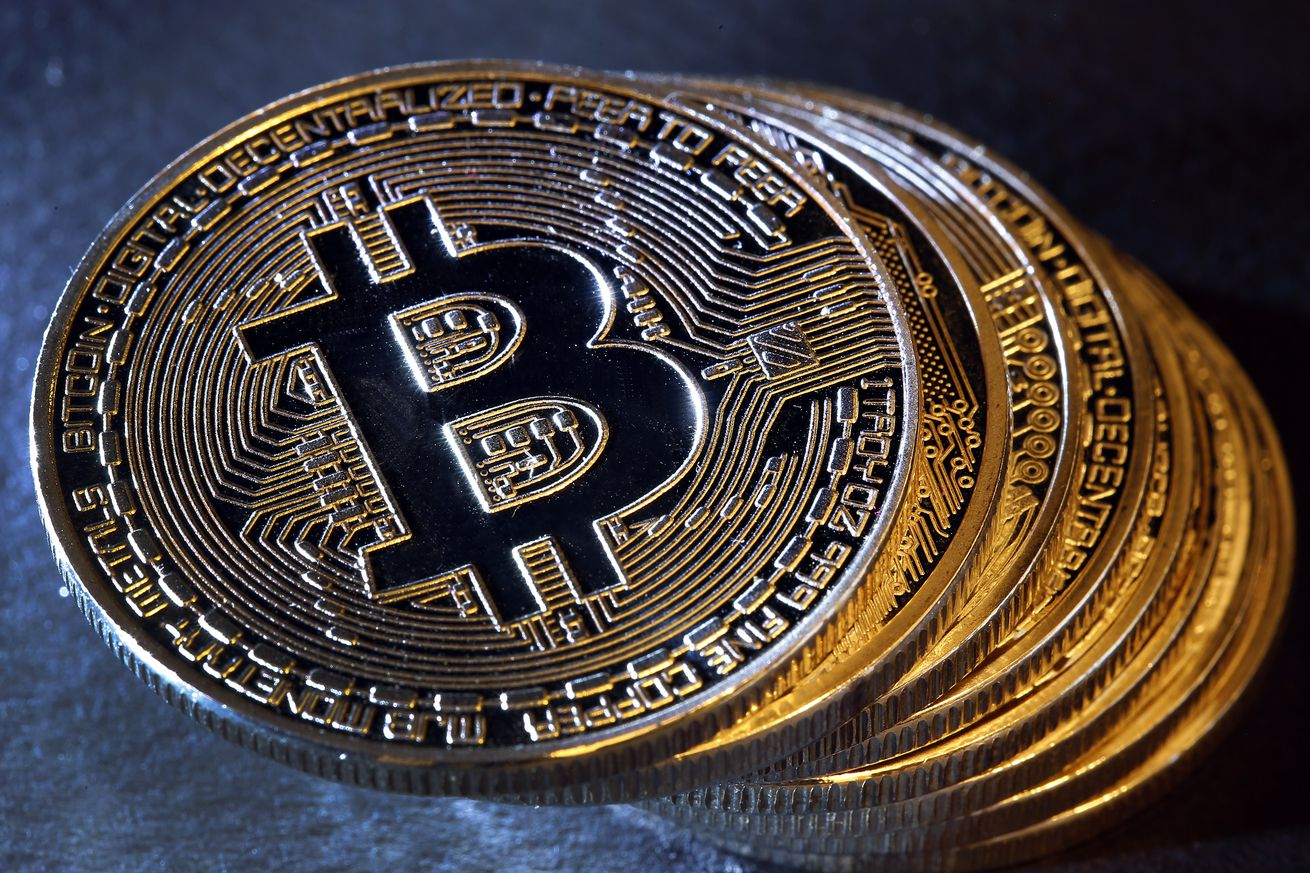 bitcoin drops 50 percent from its peak value as it falls below 10 000