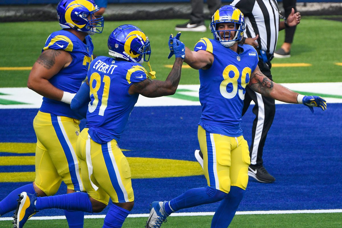 Los Angeles Rams tight end Gerald Everett (81) celebrates scoring on a two-yard run with tight end Tyler Higbee (89) in the first quarter against the New York Giants at SoFi Stadium.
