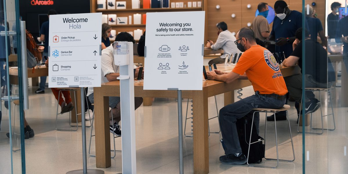 Apple's new COVID-19 policy calls for frequent testing of unvaccinated employees