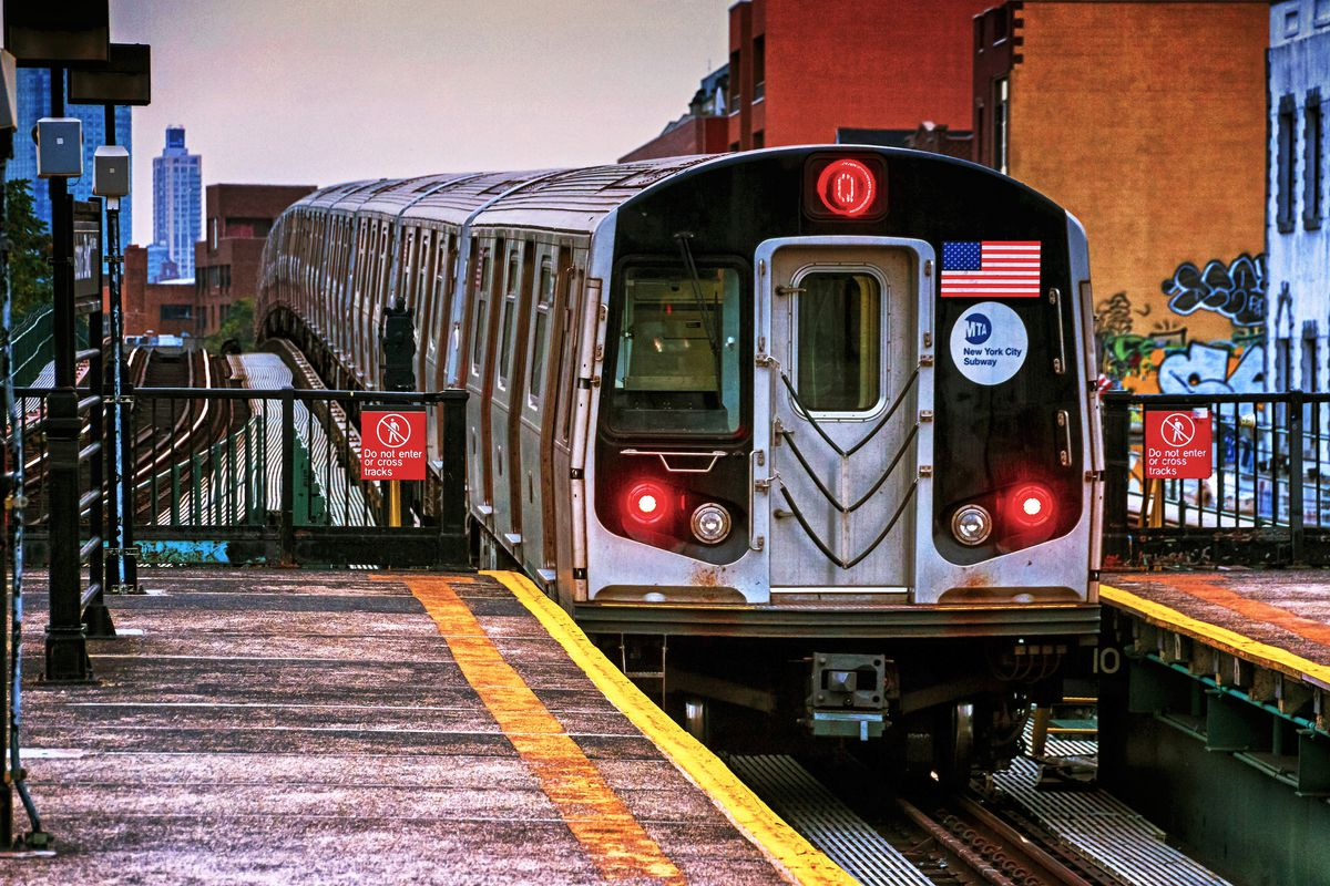 Q train derails in Brooklyn, snarling NYC subway service