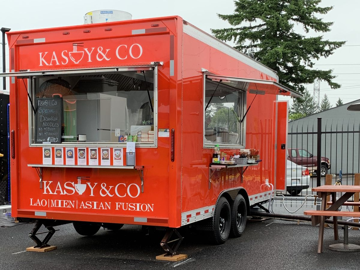 Red Kasoy&Co food and a picnic table