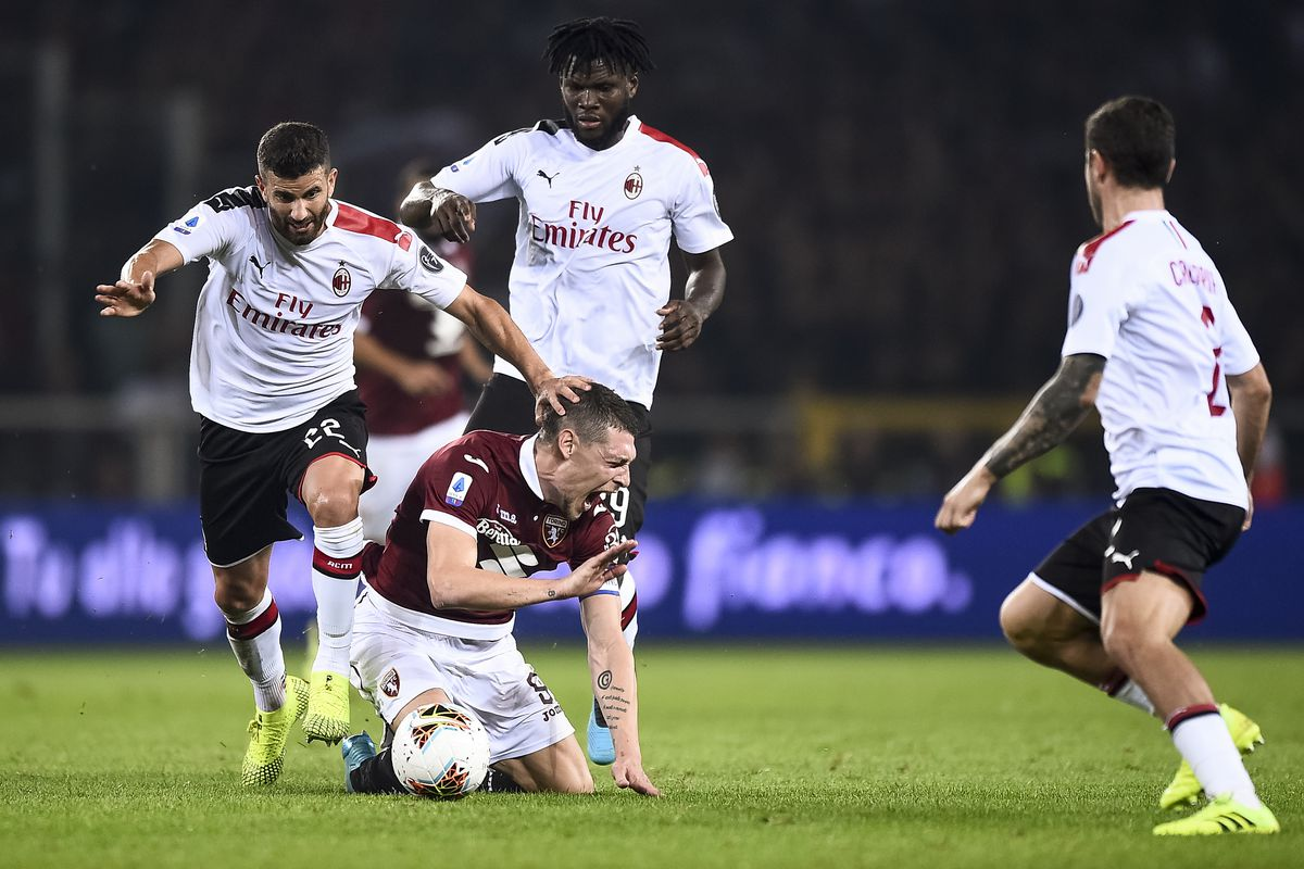 Mateo Musacchio (L) of AC Milan competes for the ball with...