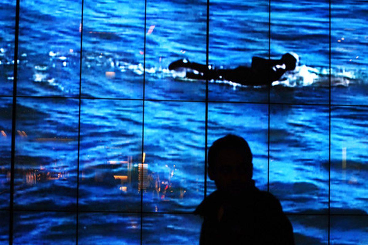 "Hollister in midtown via <a href=""http://www.flickr.com/photos/timschreier/5221913895/in/pool-312691@N20/"">Tim Schreier</a>/Racked Flickr Pool"