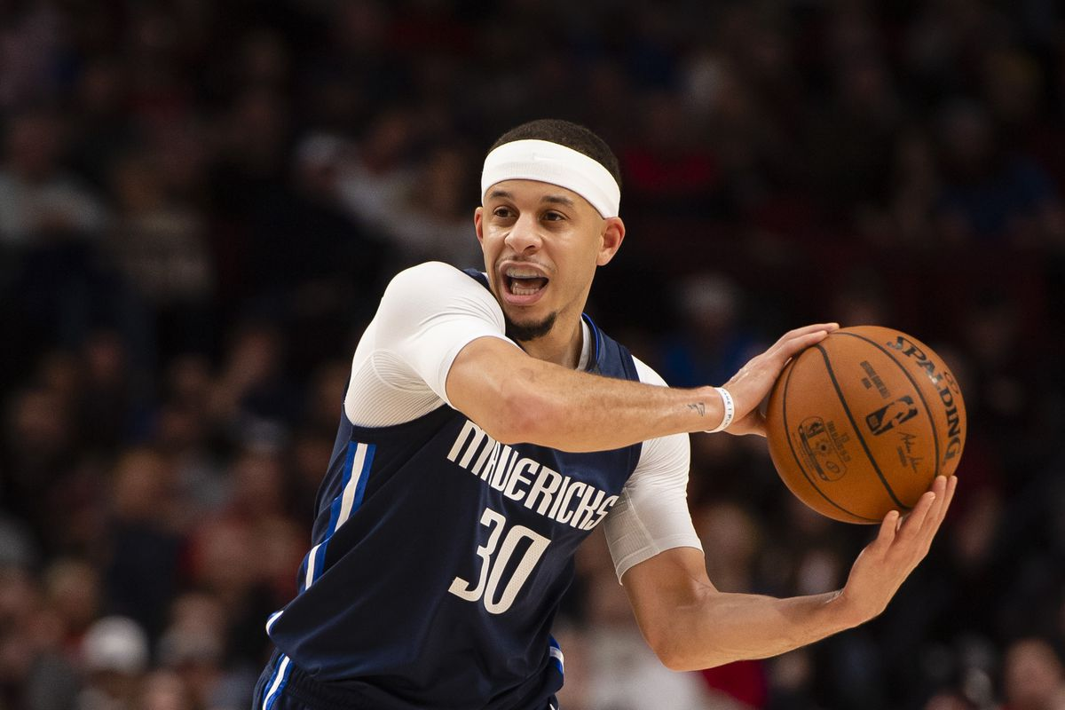 Dallas Mavericks guard Seth Curry passes the ball during the second half against the Portland Trail Blazers at Moda Center.