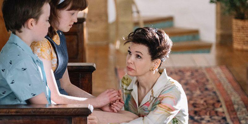 Renée Zellweger playing Judy Garland in Judy.
