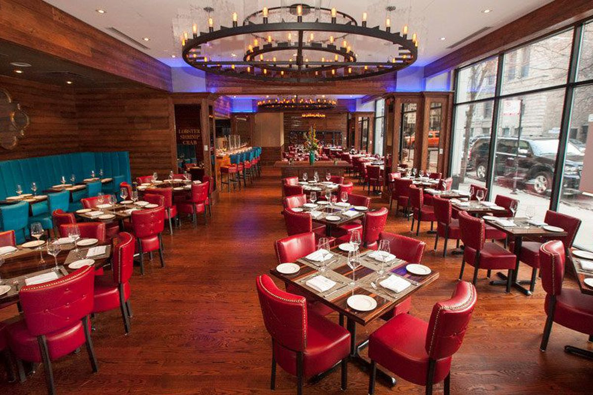 """<a href=""""http://chicago.eater.com/archives/2014/03/06/inside-joe-fish-the-rosebud-seafood-concept-opening-monday.php"""">Joe Fish, Chicago</a>."""