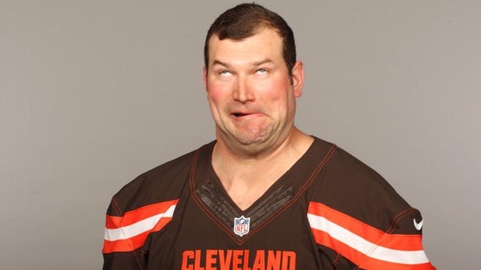 Joe Thomas retains his title as Browns' photo day champion ...