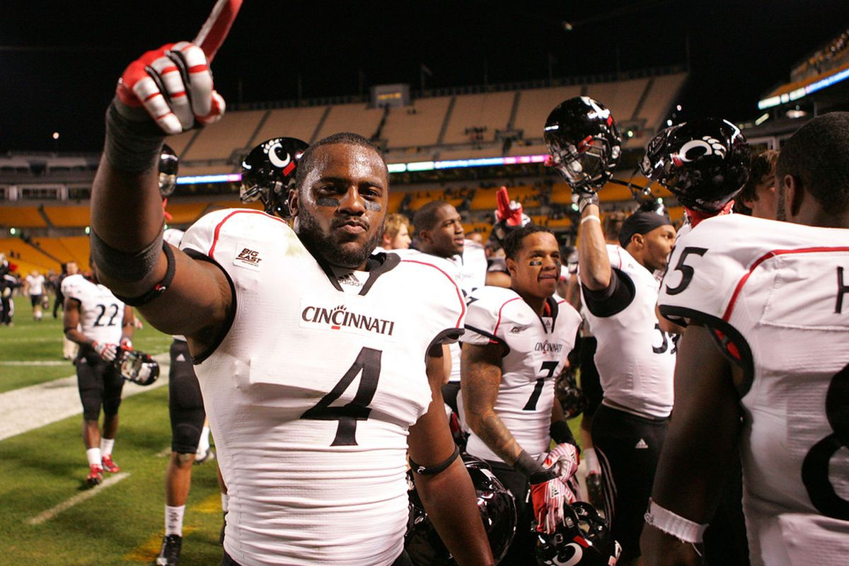 Maalik Bomar (4) of the Cincinnati Bearcats celebrates with his teammates following their win against the Pittsburgh Panthers on November 5, 2011 at Heinz Field in Pittsburgh, Pennsylvania.  (Photo by Jared Wickerham/Getty Images)