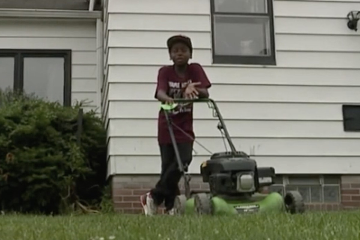 Boy Whose Lawn Mowing Prompted Police Call Gets Cops Called