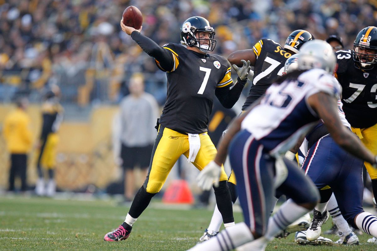 PITTSBURGH, PA - OCTOBER 30:  Ben Roethlisberger #7 of the Pittsburgh Steelers passes against the New England Patriots at Heinz Field on October 30, 2011 in Pittsburgh, Pennsylvania.  (Photo by Gregory Shamus/Getty Images)