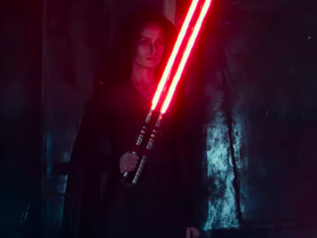 "Rey goes ""evil"" in a new Star Wars trailer"