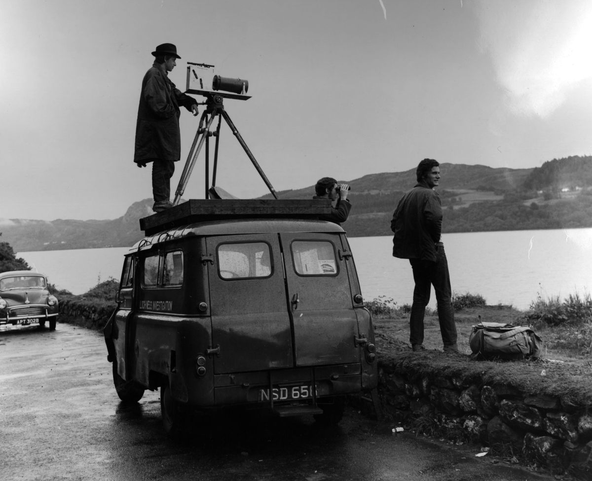 Observers scan the Loch in 1968 (without success). (Fox Photos/Stringer/Getty Images)