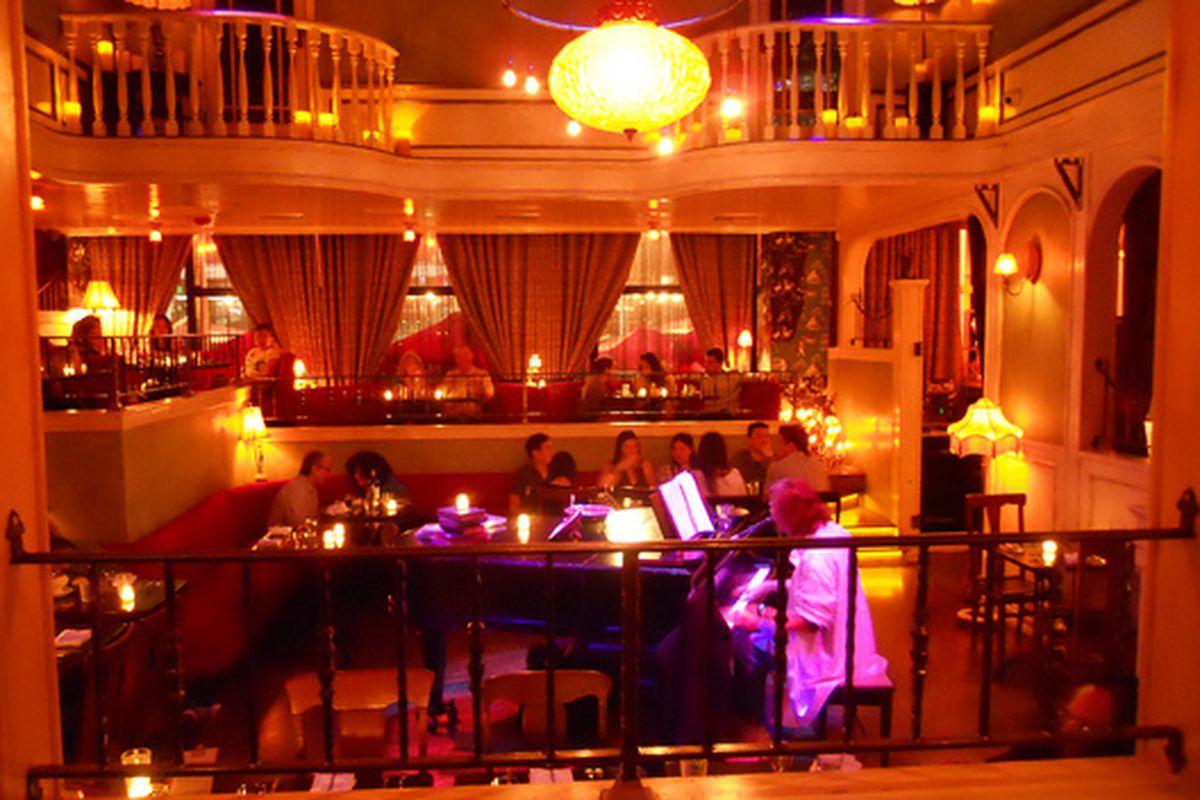 Inside Cafe Wa s, Hollywood.