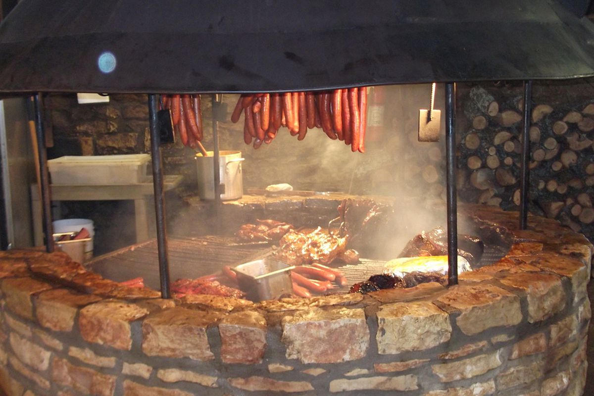 The Salt Lick - Driftwood, TX (Notice the lack of burned sausage)