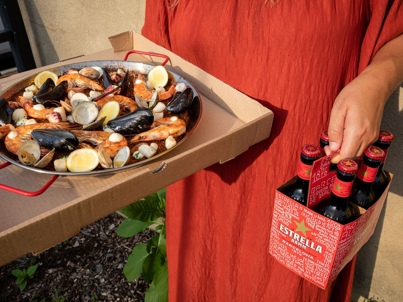 Paella in a pizza box