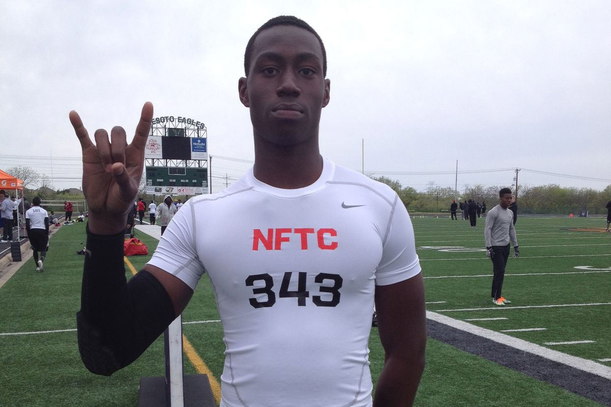 Charles Omenihu throwing his horns up at the Dallas NFTC